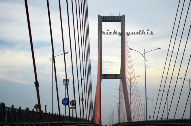 suramadu bridge taken by @rizkyyudhis
